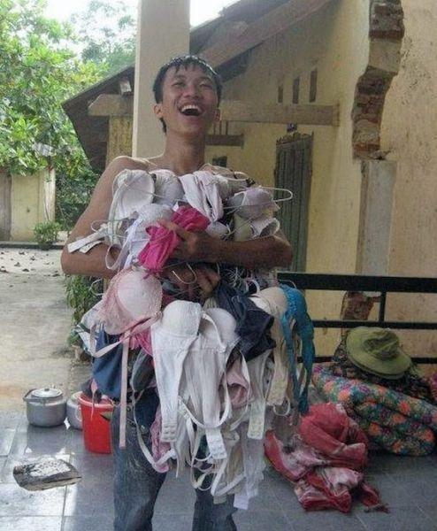Улетное фото азиат, белье, выражение лица, радость