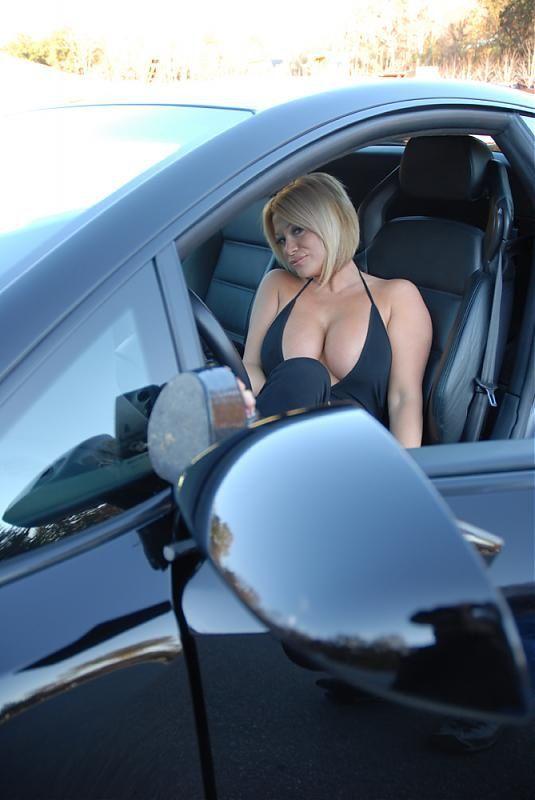 Вылизали попку в машине моему