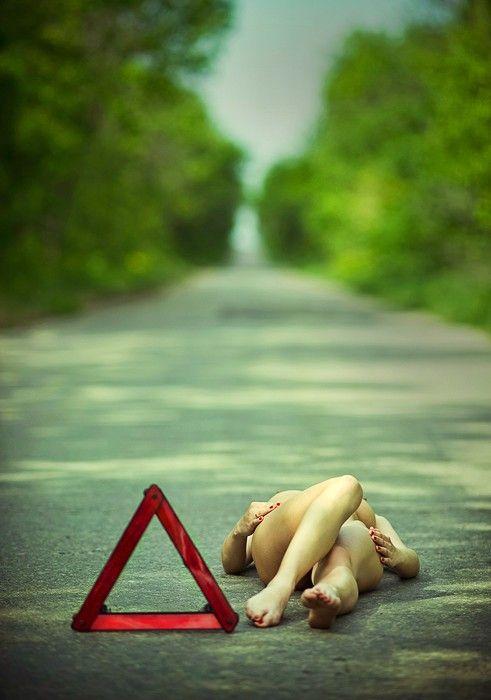 Прекрасные фото голая, девушка, крутое фото, на дороге