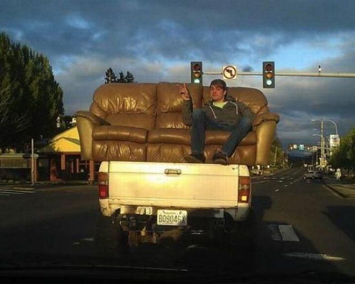Улетное фото диван, пикап, прикол, транспортировка