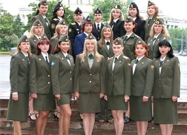 Фото военных девушек в юбках