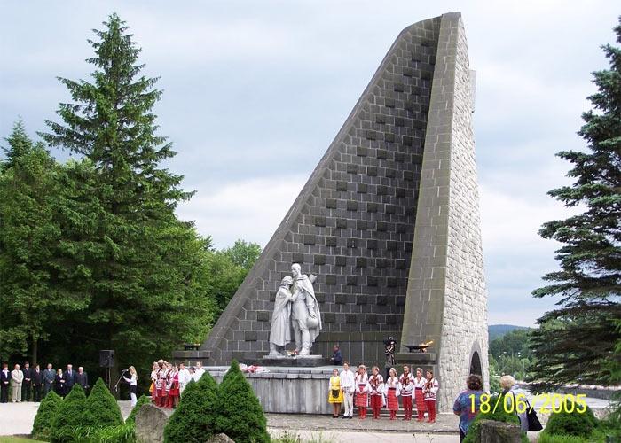 памятники павшим воинам вов за рубежом фото есть