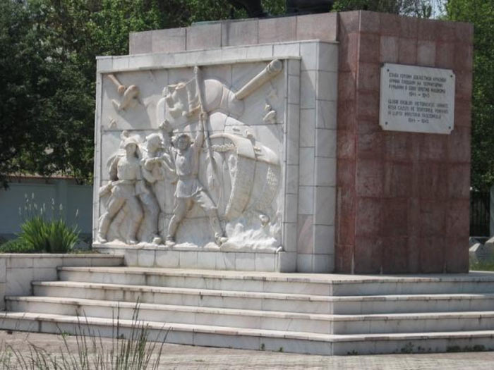 памятники павшим воинам вов за рубежом фото время