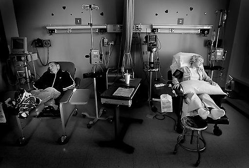 21-летняя девушка задержала рак (11 фото)