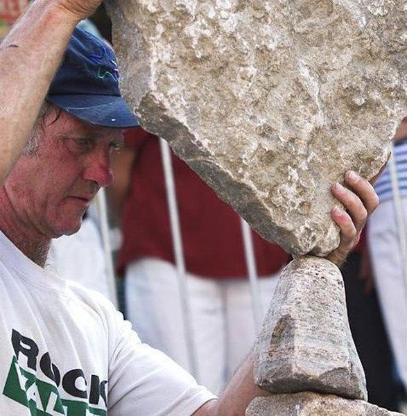 Балнсировка камней (5 фото)