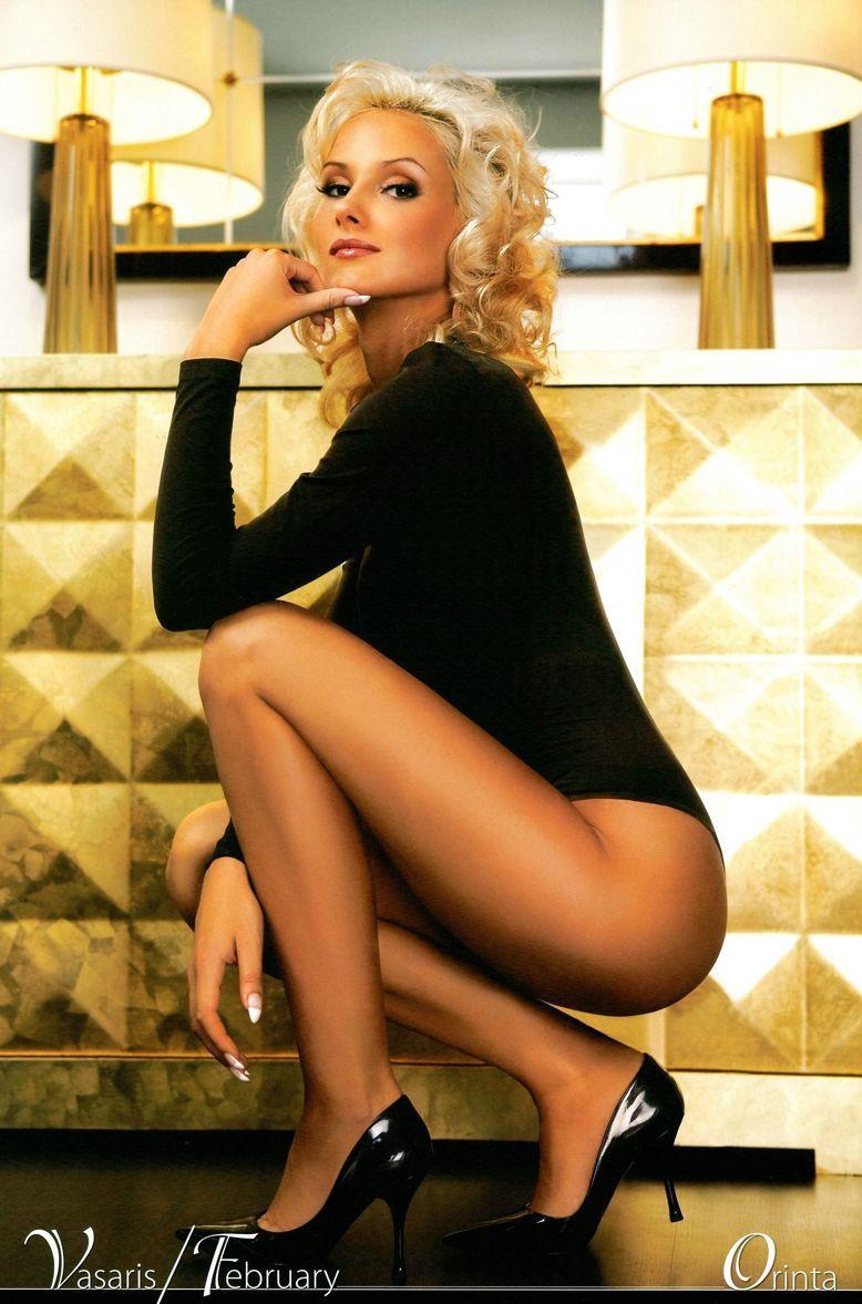 блондинка получает ласку