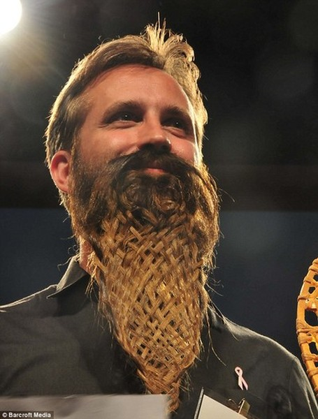 http://de.fishki.net/picsw/052009/27/beard/tn.jpg