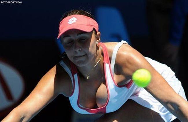 Теннисистка с самой большой грудью (21 фото + видео)