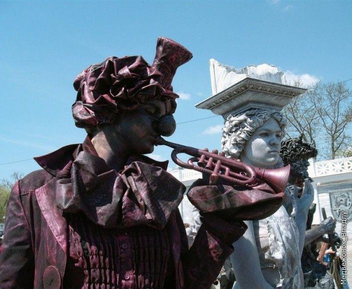 В Евпатории прошел чемпионат живых скульптур (57 фото)
