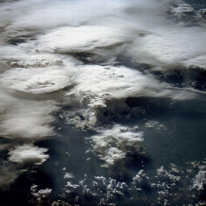 Вид облаков из космоса (25 фото)