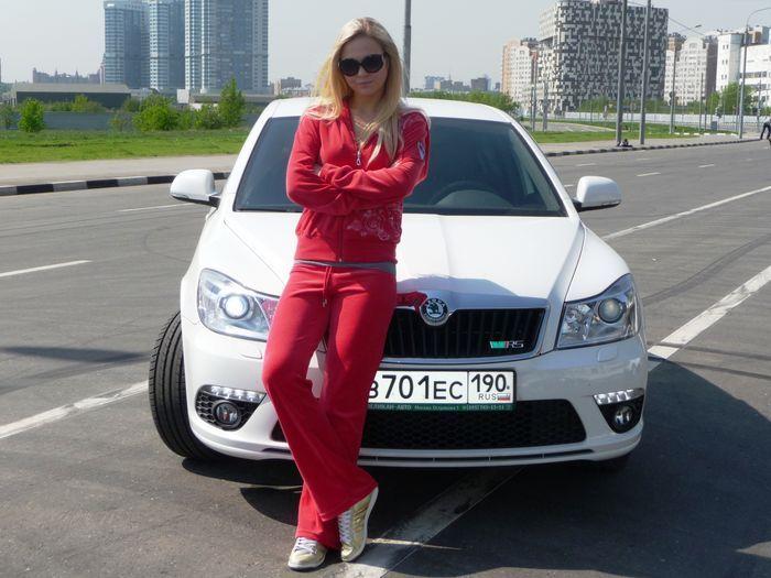 Красивое фото девушек возле автомобиля, клизма с аналом