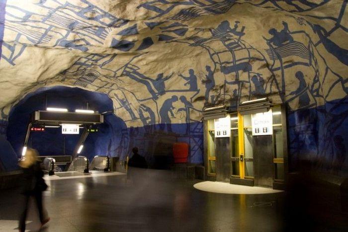 Самое необычное метро (39 фото)