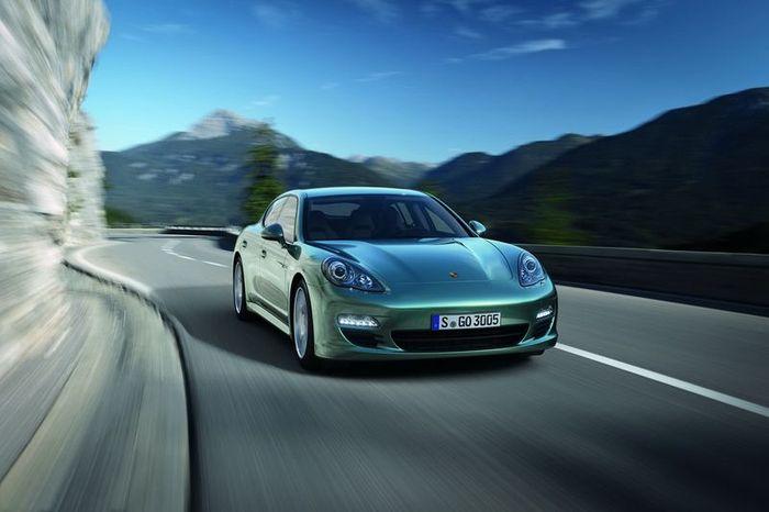 Компания Porsche представила дизельную версию Panamera (11 фото)