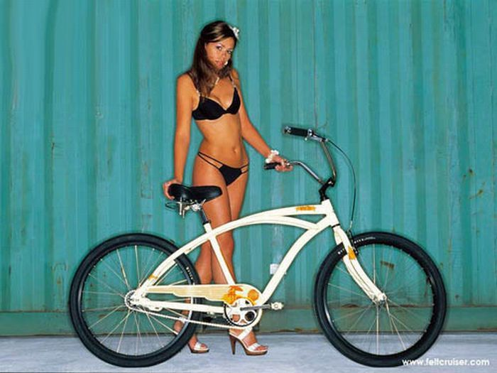 Голые девушки на велосипедах 17 фото Порно фото