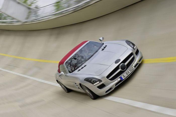 Компания Mercedes-Benz представит родстер на базе SLS AMG (8 фото)