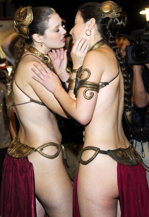 Сексуальные девушки в костюмах принцессы Леи (31 фото)