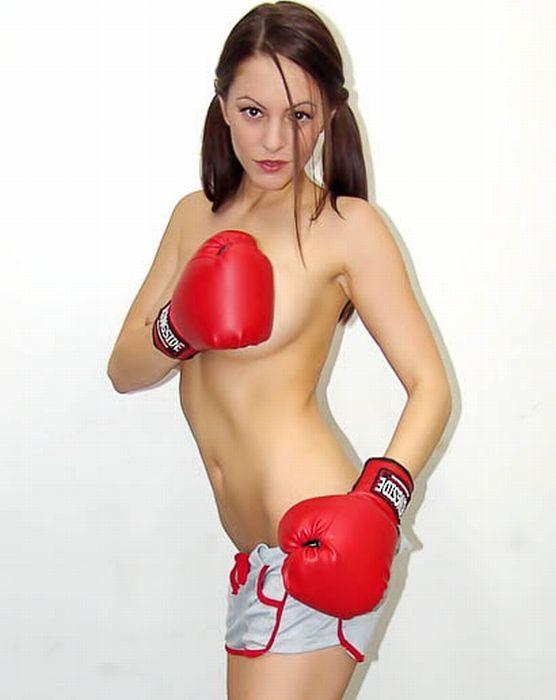 Девушка расставила порно фото голой славы в боксерских перчатках попку волосатую блондинка