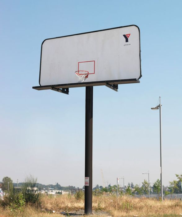 YMCA: Баскетбольный билборд