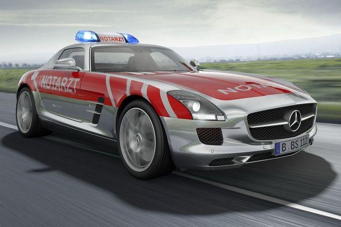 Медицинский Mercedes-Benz SLS AMG (3 фото)