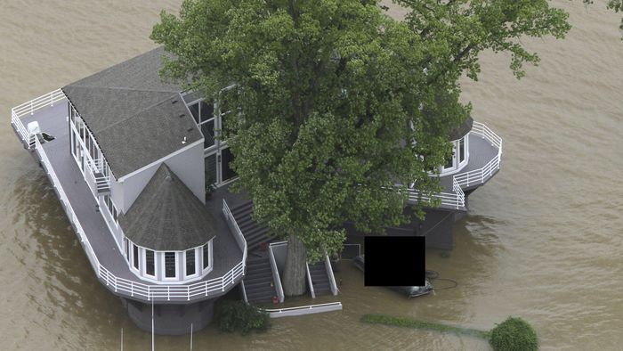 Спасение любимого Porsche от наводнения (11 фото)