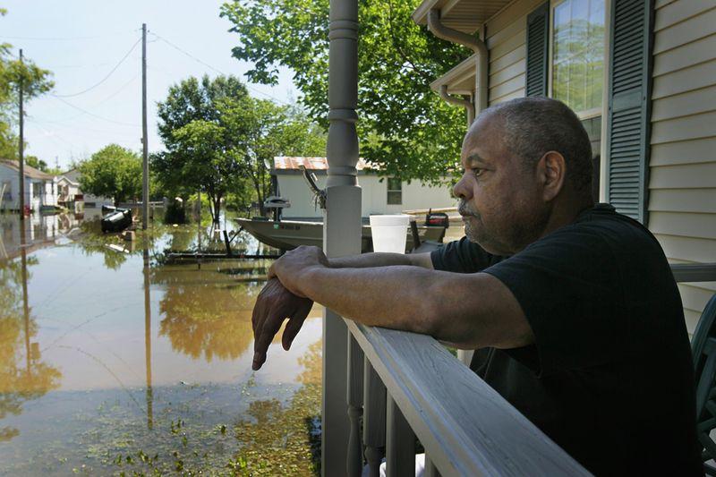 2421 Река Миссисипи вышла из берегов