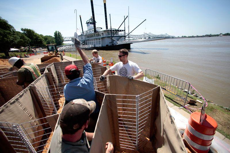2819 Река Миссисипи вышла из берегов
