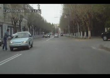 Не пропустил пешехода - НА в лобовуху:)