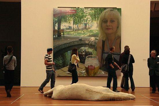 """А от фотожпных работ гражданки из Харькова Реюнион даже лошади дохнут. От такая, понимаш, инсталляция """"Пиво, фотожоп и дохлая лошадь"""" :"""