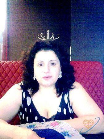 Пациентка Виктория утверждает, что белочка подарила ей корону. Ее муж утверждает другое.