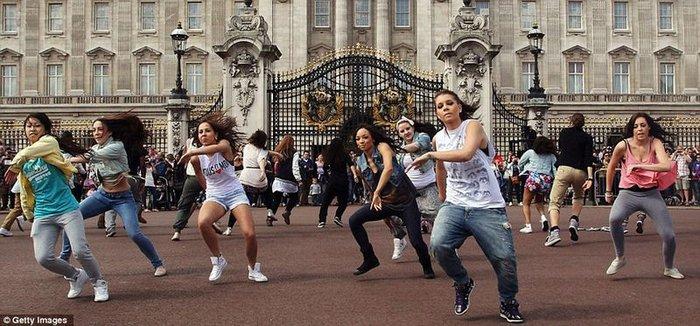 Big Dance Royal Flashmob (5 фото)