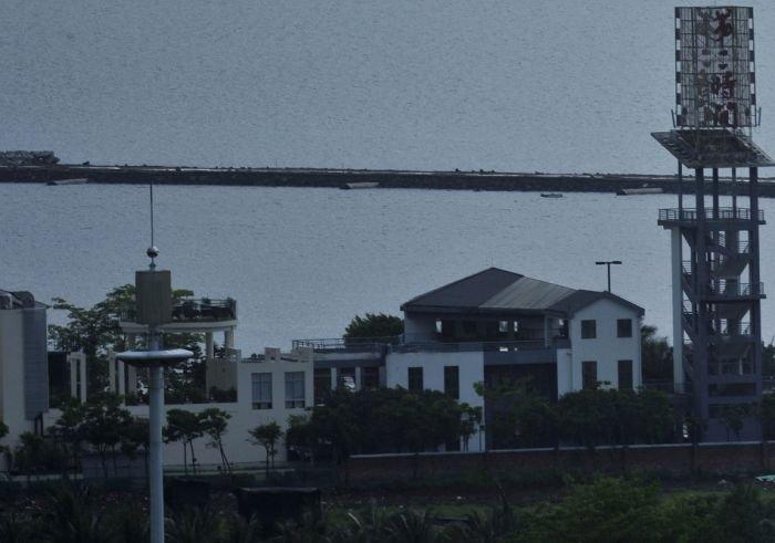 Грандиозный мираж наблюдали в городе Хайкоу, Китай (3 фото)