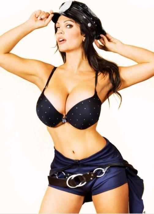 Сексуальная девушка полицай