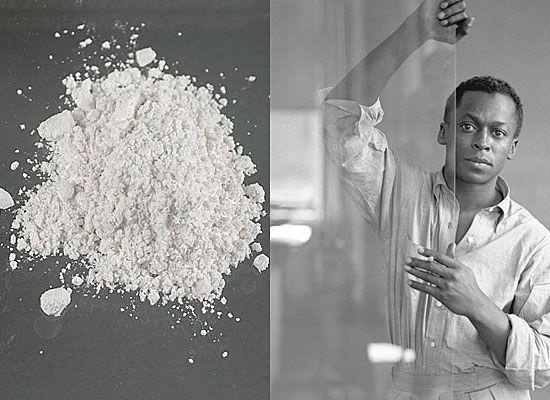 Майлз Дэвис — героин<br/>Майлз Дэвис, «Черный Князь Джаза», великий музыкант, композитор и трубач 20 века, и у него были серьезные проблемы с наркотиками. За время его творческой деятельности у Майлза были периоды, когда он полностью отходил от работы. И виной всему были наркотики. Так в начале 1950-х музыкант пристрастился к героину и только спустя четыре года смог преодолеть эту зависимость во многом благодаря влиянию легендарного боксера Шуга Рея Робинсона (Sugar Ray Robinson) и вернуться к полноценному творчеству.