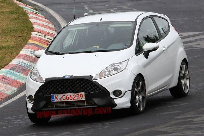 """Новая Fiesta ST предстанет с """"носом"""" в стиле Focus (6 фото)"""