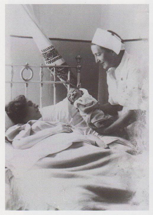 Бронка Бродер Кон и ее дети - Давид и Реня - погибнут в Освенциме, сестра Бронки Адасса (третье фото сверху) переживет войну.