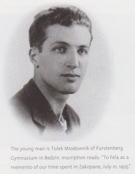 Авраам Цукерман был лучшим пекарем в Бендзине, его торты и пирожные были знамениты на всю округу. Цукерманы из Бендзина были огромным семейством, на праздники в доме у бабушки собиралось больше тридцати человек. В 1924-м году вся семья целиком переехала в Израиль, а в 1927-м так же целиком вернулась в Польшу. Войну пережил только один.