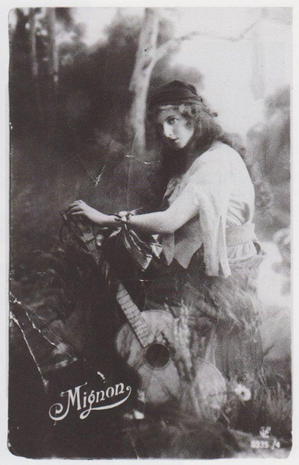 """Автопортрет в зеркале. Подпись """"Любимой Сабке на добрую память обо мне. Дора. Бендзин, 24 ноября 1931."""""""