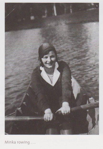 Бернард Бертман подписал эту фотографию своей двоюродной сестре Минке    Вот она, ее фамилия пока неизвестна: