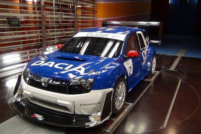 Раллийный Dacia Duster с мотором от Nissan GT-R (6 фото)