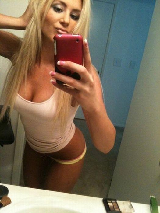 Голые блондинки с айфоном это