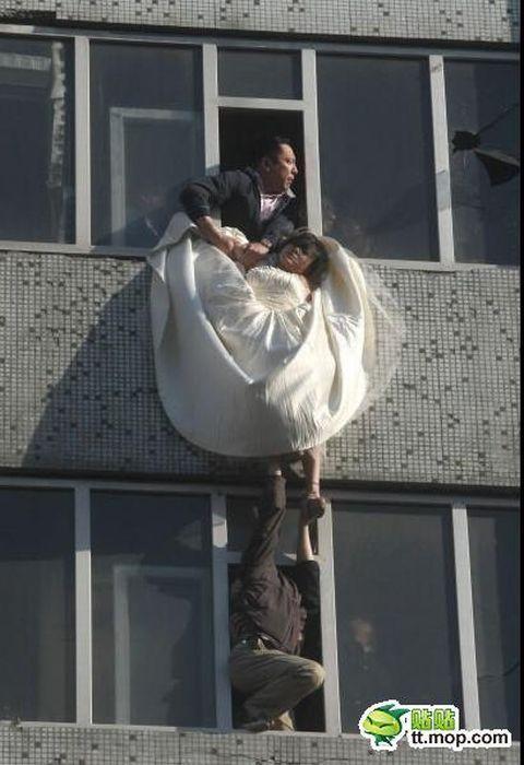 Спасенная невеста (16 фото)