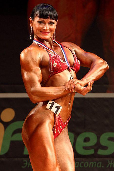 Мария Булатова — девушка из Екатеринбурга, двукратная чемпионка мира по бодибилдингу, вице-мисс конкурса (NABBA) Мистер и Мисс Вселенная. В железную леди Маша превратилась за 3 года тренировок. «Самое сложное — это сравнение, — признается Булатова, — На сцену вызывают и сравнивают с другими участницами. Если тебя не сравнивают — значит все очень плохо».