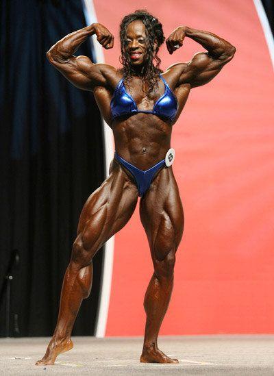 Айрис Кайл из США — постоянная победительница конкурсов «Мисс Интернешэнл» и «Мисс Олимпия», лидер рейтинга профессионалов IFBB по бодибилдингу 2010 года. При росте 170 см девушка весит 75-77 кг, а в период соревнований снижает вес до 70-73. В прошлом году награду ей вручал сам Арнольд Шварцнейгер.