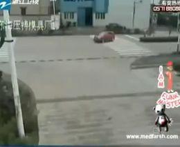 Грузовик раздавил легковой автомобиль