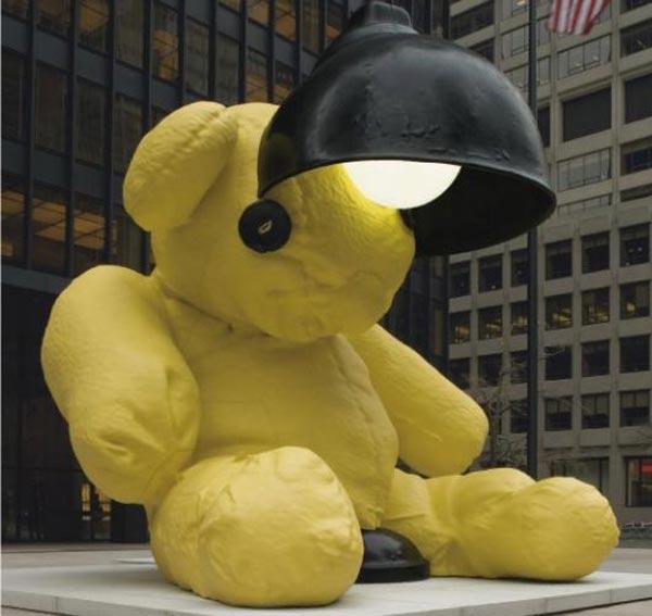 Картина Урса Фишера «Без названия (Лампа/Медведь)» — за 6,8 млн долларов.