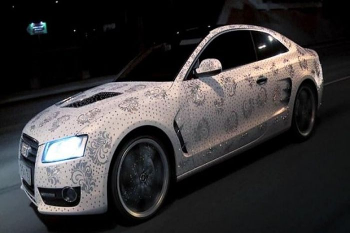 450.000 кристаллов Сваровски на Audi A5 (6 фото+видео)