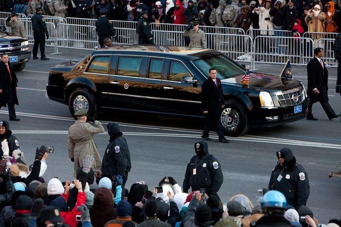 Лимузин Обамы застрял на выезде из посольства (10 фото+2 видео)
