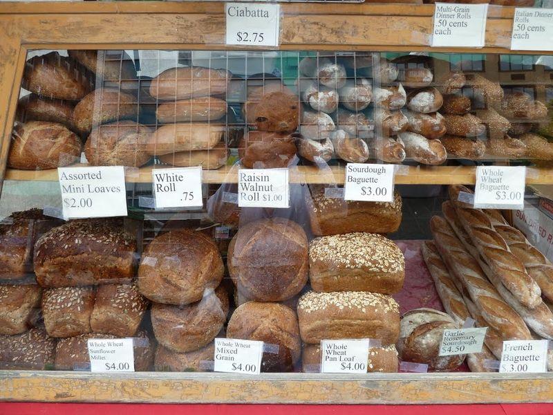 17. Хлебушек в америке выглядит фантастически аппетитно, и источает сумасшедший запах! Но и стоит как в азбуке вкуса.