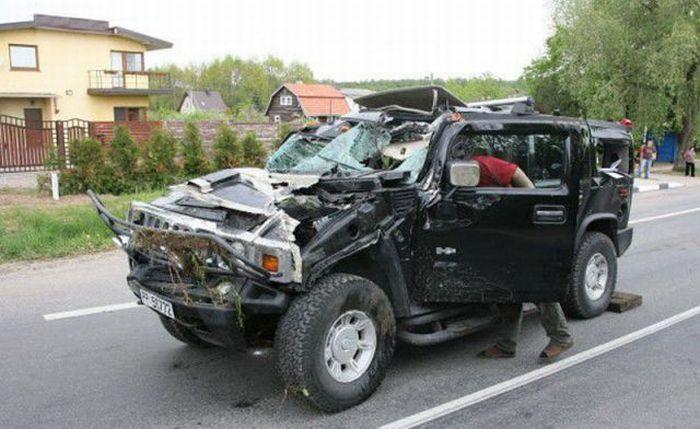 Женщина+алкоголь+Hummer=разбитый в хлам Hummer (4 фото)