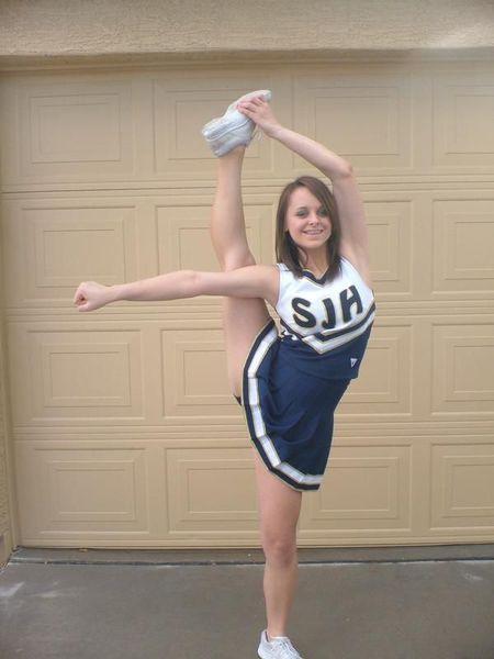 Голые девушки задирают ноги — photo 1